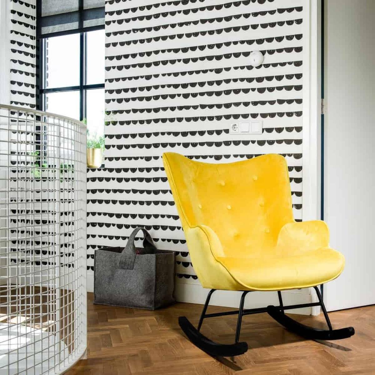 Schommelstoel 'Steerne' – zwitsal geel velvet - zwarte poten