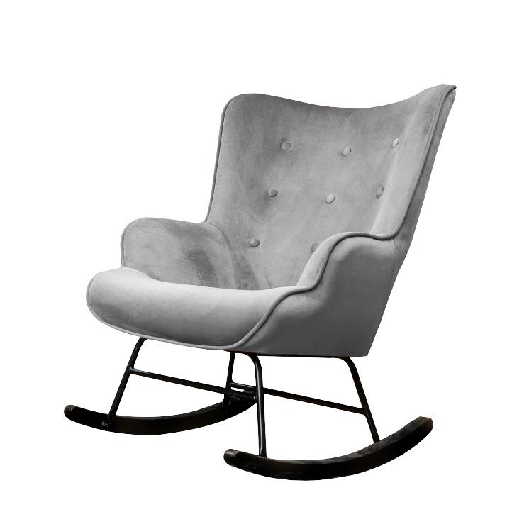 Grijze schommelstoel met zwarte poten voor de babykamer