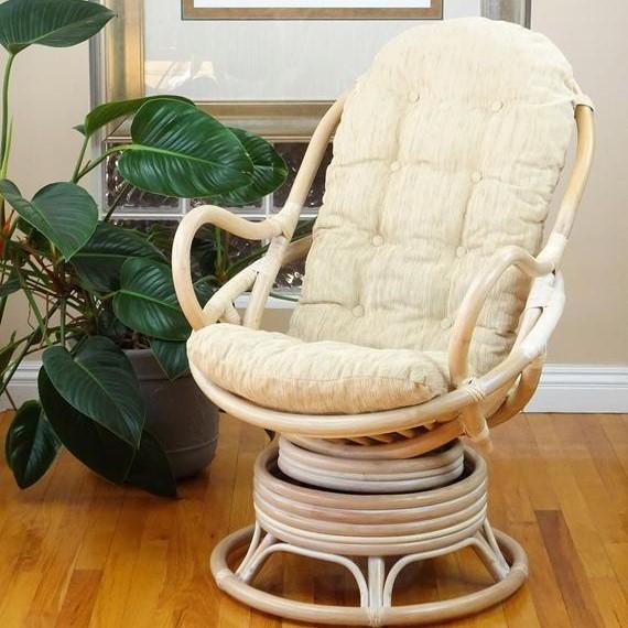 De draaibare schommelstoel