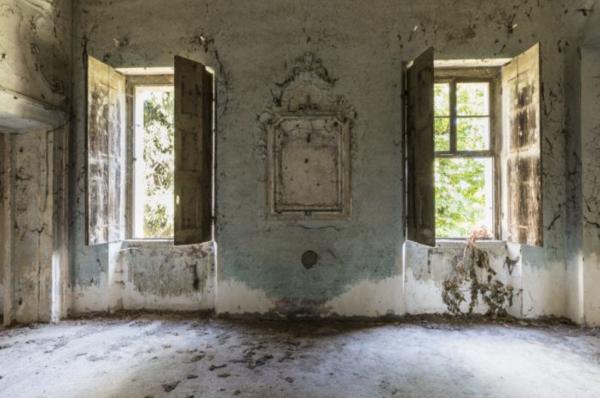 Verlaten gebouw, ramen